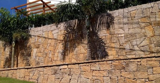muro pedra rachão