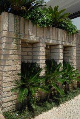 muro decorado com plantas