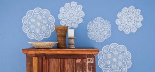 parede azul decorada