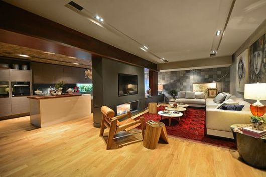 piso madeira sala e cozinha