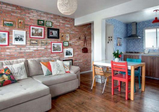 sala com cozinha piso de madeira