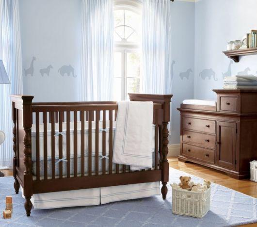 quarto de bebê azul claro provençal
