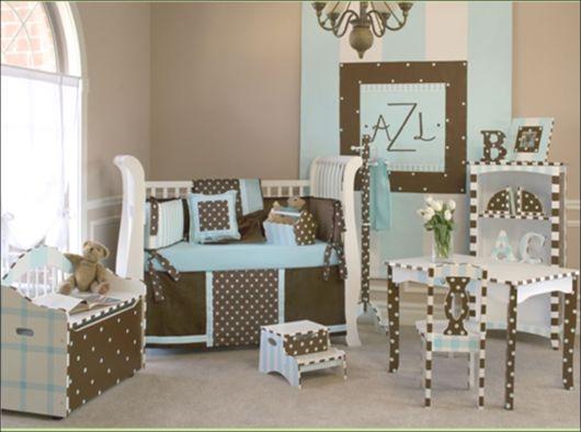 quarto de bebê azul e marrom diferente