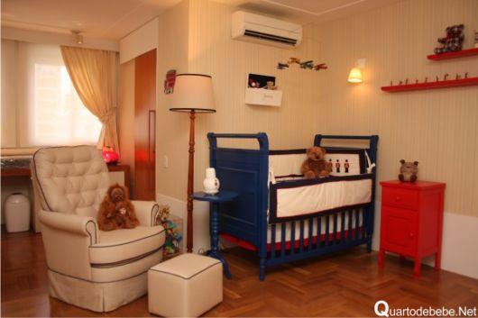 quarto de bebê azul marinho móveis