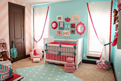 quarto de bebê azul turquesa