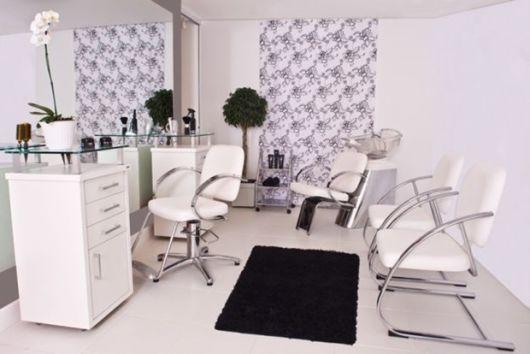 salão de beleza pequeno decorado clean