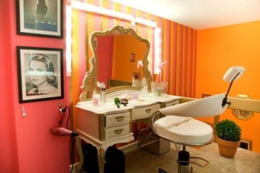 salão de beleza pequeno decorado retrô