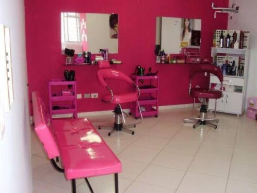 salão de beleza pequeno decorado rosa
