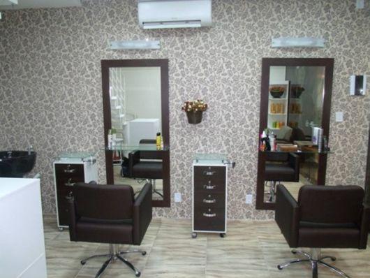 salão de beleza pequeno decorado simples