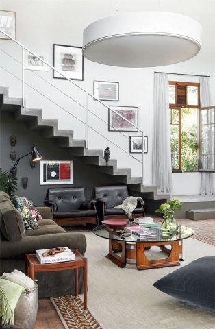 sala de estar com escada