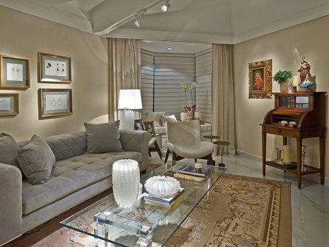 salas com sofá cinza decoração classica