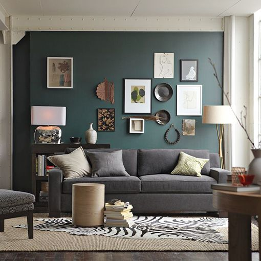salas com sofá cinza parede e tapete