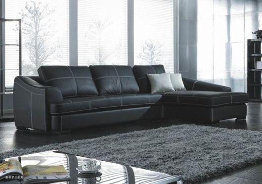 salas com sofá preto clean couro