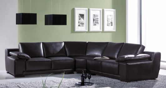 salas com sofá preto couro sala