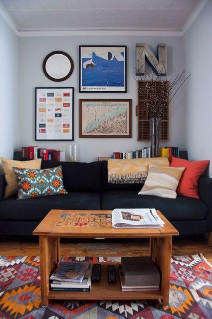 salas com sofá preto neutro clean
