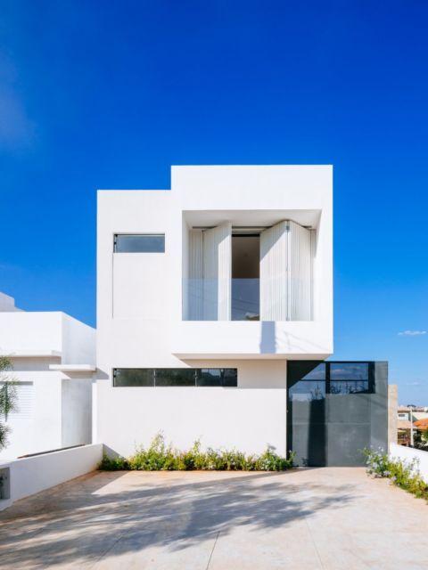 Casas minimalistas 40 inspira es de fachadas e interiores for Casa minimalista roja