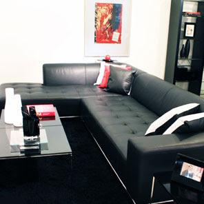 sofá preto couro