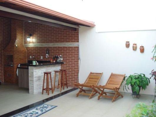 terraço pequeno com churrasqueira