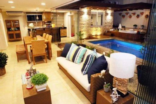 terraço pequeno com piscina