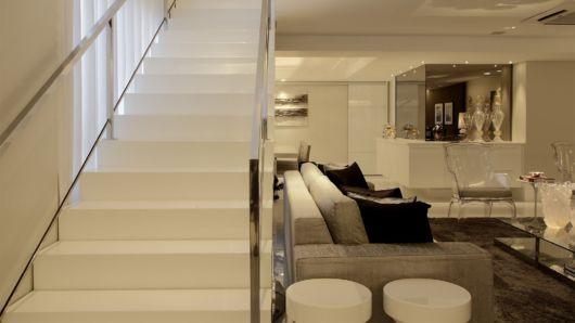 Sala de estar e jantar integradas vantagens dicas e 38 for Sala de estar grande com escada
