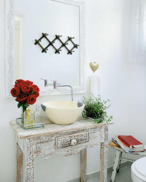 aparador-com-espelho-para-lavabo-romantico