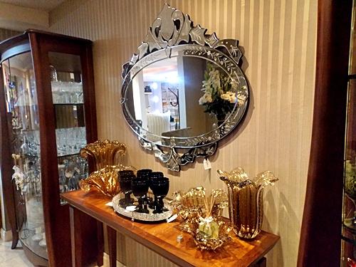 aparador-com-espelho-veneziano-e-papel-de-parede