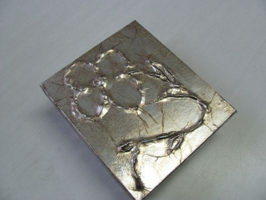caixa com papel alumínio