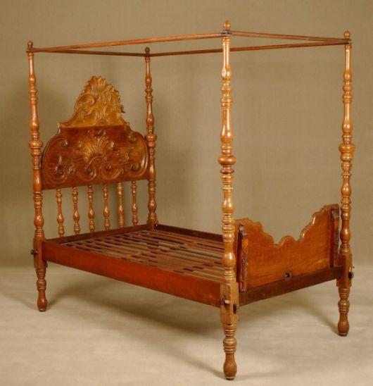 camas de madeira trabalhada antiga