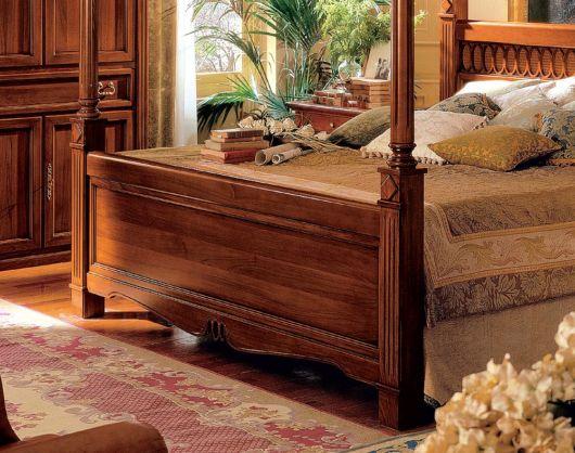camas de madeira trabalhadas