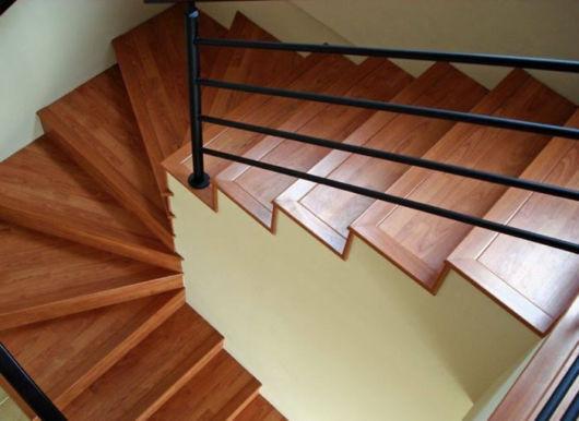 escada piso flutuante