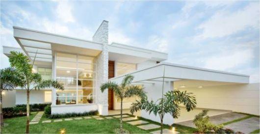 casa moderna com jardim na frente