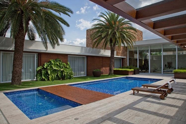 Casas em l plantas projetos e fotos incr veis for Casas con piscina interior fotos