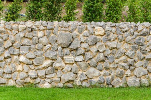 cerca-para-jardim-rustico-de-pedra