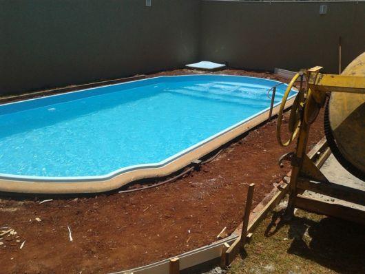 piscina de fibra com escada