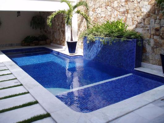 piscina com pastilhas