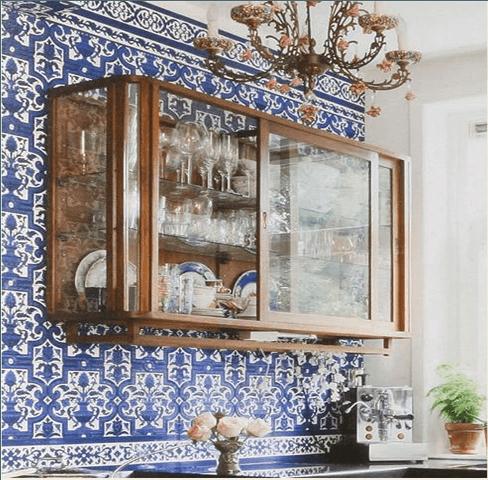 cozinhas-de-luxo-com-cristaleira-diferente