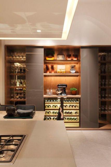 cozinhas-de-luxo-com-cristaleira-luxuosa