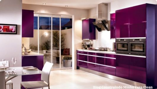 cozinhas-de-luxo-cor-roxa