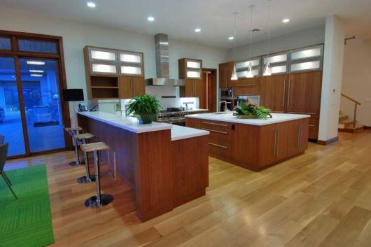 cozinhas-de-luxo-e-piso-de-madeira
