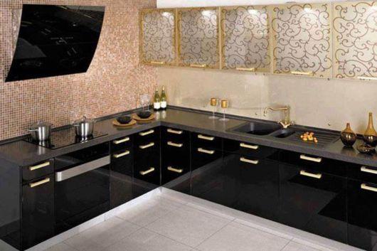 cozinhas-de-luxo-preto-com-dourado