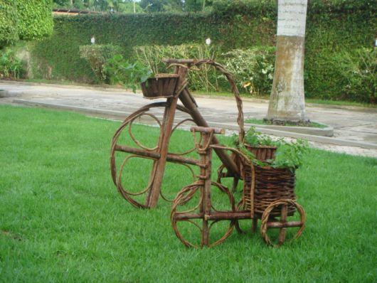enfeite jardim bicicleta:Enfeites para jardim: 58 ideias para jardim interno e externo!