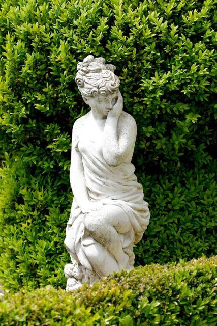 estátua decoração jardim