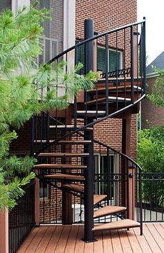 escada-externa-caracol-de-madeira
