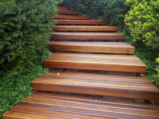 escada-externa-deck-de-madeira