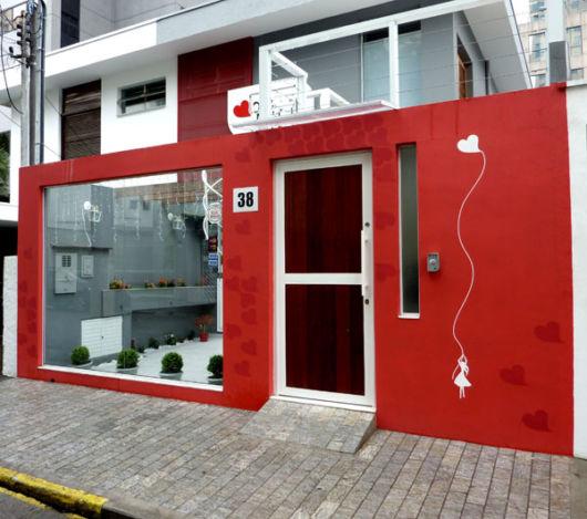 fachada-de-salao-de-beleza-simples-vermelho