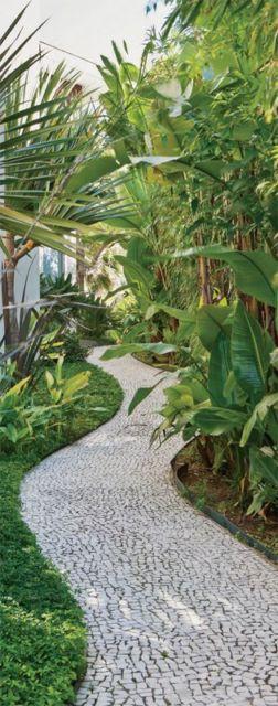 jardim com calçada