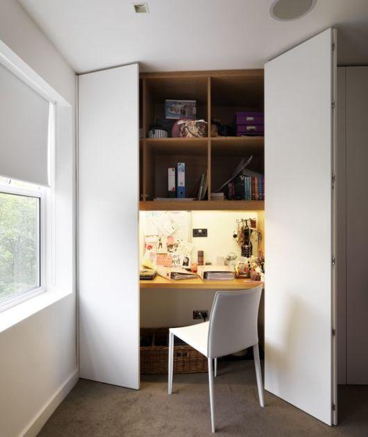 armário com escrivaninha embutida