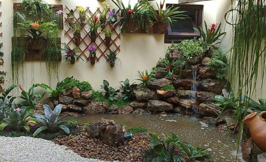Jardim de inverno na sala como fazer modelos e 45 ideias for Grutas para jardines pequenos