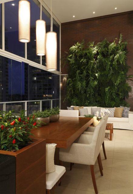 jardim-de-inverno-na-sala-de-jantar-plantas-verticais