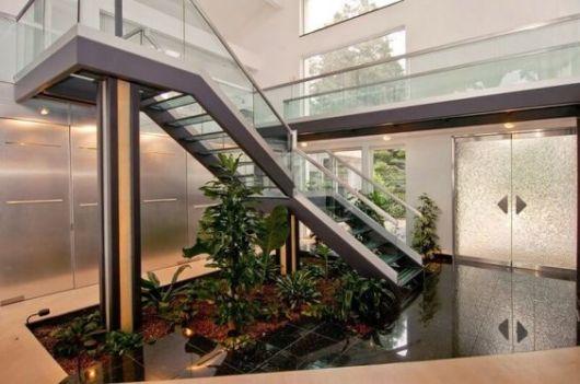 jardim-de-inverno-na-sala-escada-estilo